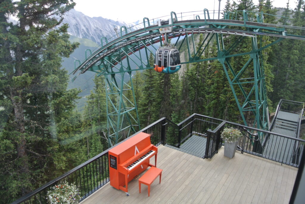 Klavier Sulphur Mountain Rocky Mountains BC